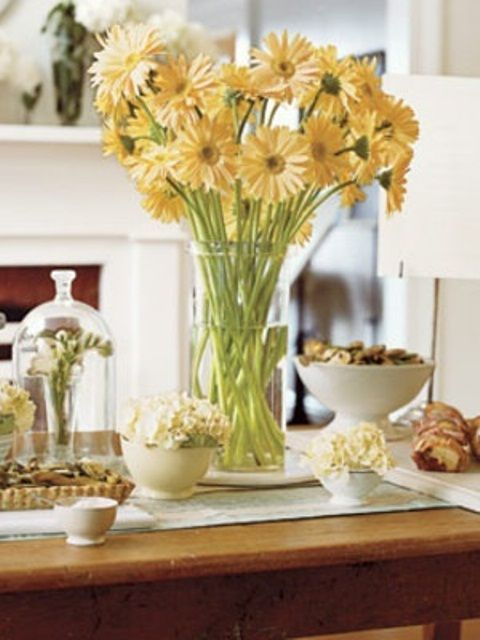 29 best modern summer table decorating images on pinterest for Flowers for dining room table