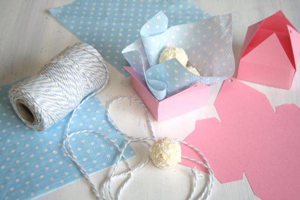 Zeige Türchen 3 – Pralinenbox zum Verschenken von titatoni  http://www.hochzeitswahn.de/selbstgemacht/turchen-3-kleine-geschenke-von-titatoni/