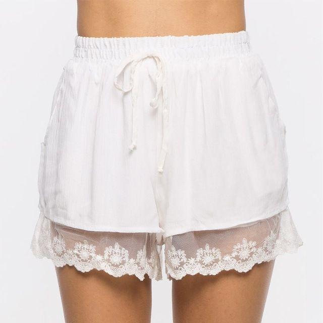 Las nuevas Mujeres del Verano Caliente Pantalones Cortos 2017 Cortocircuitos Ocasionales Elásticos de La Cintura Costura de Encaje Blanco Vintage Embrodiery Mujeres Shorts Ropa S-XL