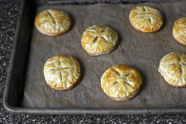 These mini cookie sized pies sound like a fantastic idea! - token apple pies by smitten, via Flickr