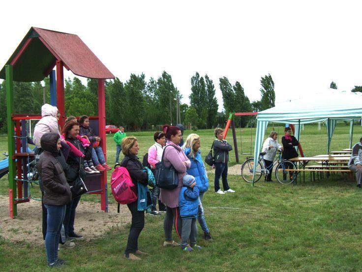 Ma 23. alkalommal rendezték meg a Pünkösdi Tanyanapot Makó-Rákoson. A szervezők színes programkínálattal várták a városrész egyetlen közösségi alkalmára látogatókat. Volt sütiverseny és kukoricafosztás is.