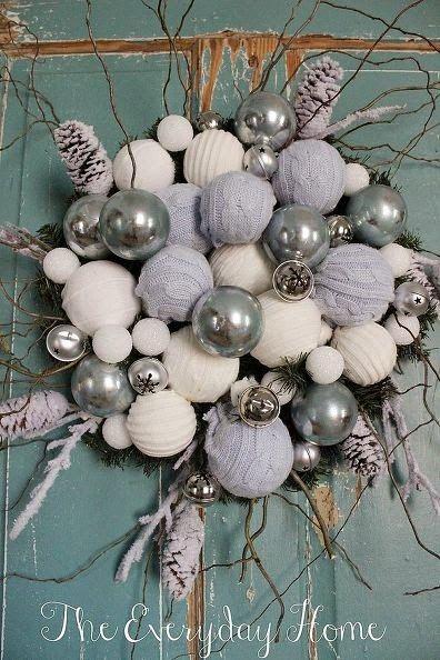 Upcycling de tricot pour ces idées déco sympas    Toujours avec l'idée d'une déco de Noël petit budget, recyclons de vieux tricots pour les...