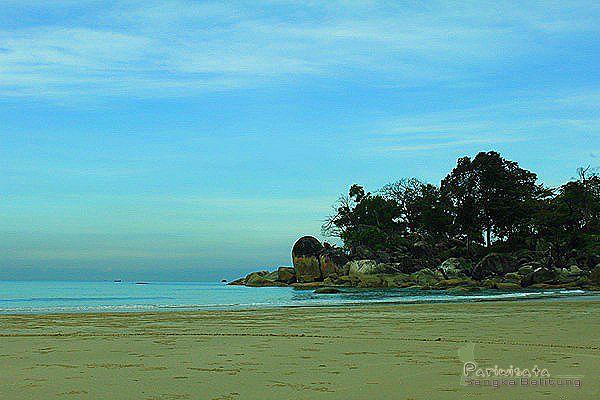 Wisata Pantai Matras pulau Bangka adalah Belitan keasrian panorama alam unik untuk dinikmati. Rugi jika Tour Bangka anda cuma melewati objek wisata pantai ini