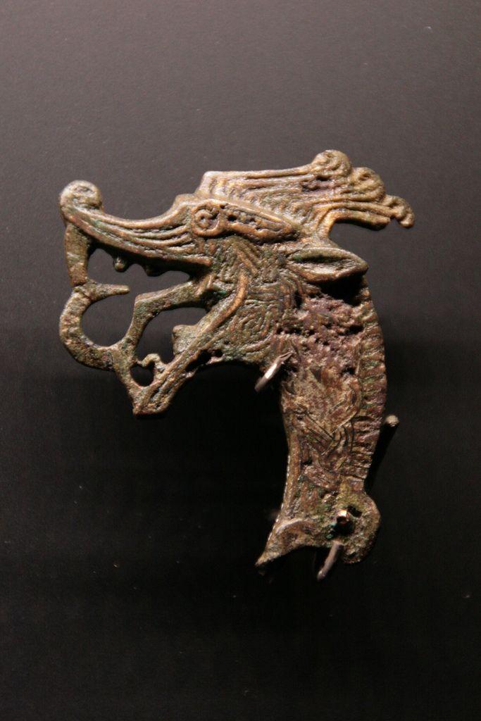 Viking age / Haithabu - Using symbols like this for the design onto of the urns