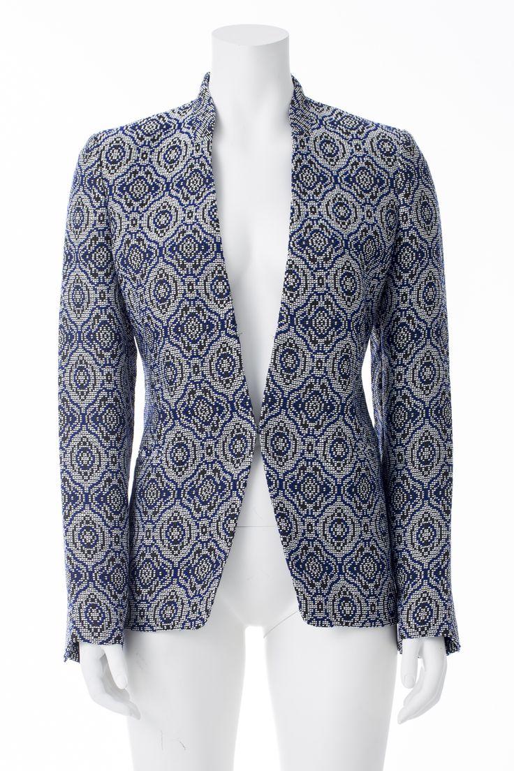 Veston brodé bleu blanc noir, BANANA REPUBLIC, 215$ * Embroidered blue black and white jacket, BANANA REPUBLIC, $215