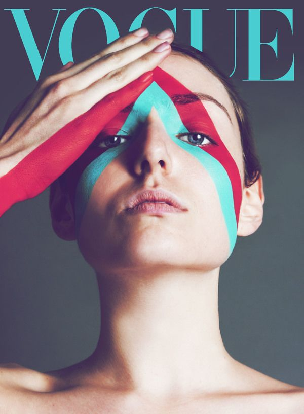 The use of sharp lines and the colors on the image do a great job of highlighting the LOGO of VOGUE.