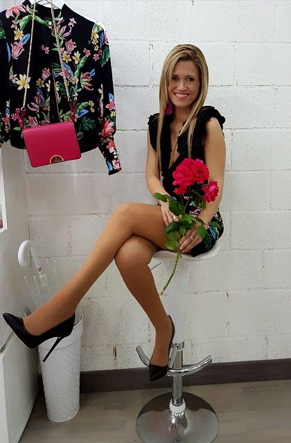 Zara/ Bomber&Short with Flowers in Black&pink Passion Style #fetishpantyhose #pantyhosefetish #legs #heels #blogger #stiletto #pantyhose #collant #tan #crossedlegs