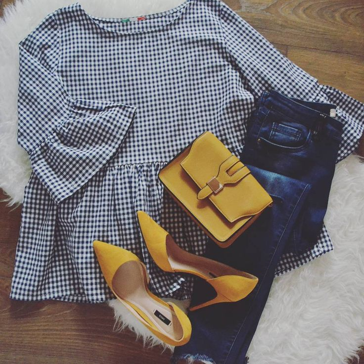 "1,253 Me gusta, 23 comentarios - Diana (@didiquic) en Instagram: ""Outfit para hoy ! Vichy ➕ mostaza Top (cuadro azul marino) @shif_store (new) Bolso @primark (old)…"""