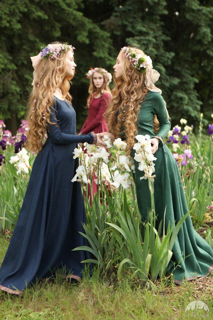 Средневековое платье подружки невесты «Таинственный сад»