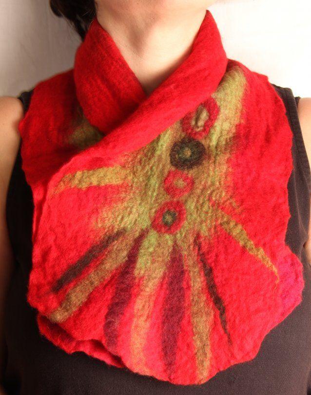 Handmade, original and unique red whool scarf 50$  Foulard rouge feutrage nuno / laine de mérinos sur coton / pièce unique et originale 50$
