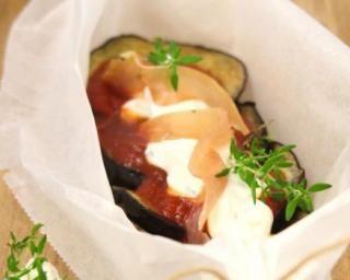 Aubergines fondantes en papillote au St Môret® Ligne : http://www.fourchette-et-bikini.fr/recettes/recettes-minceur/aubergines-fondantes-en-papillote-au-st-moretr-ligne-plaisirr-tomates-et