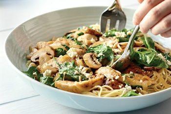 Спагетти со шпинатом и курицей