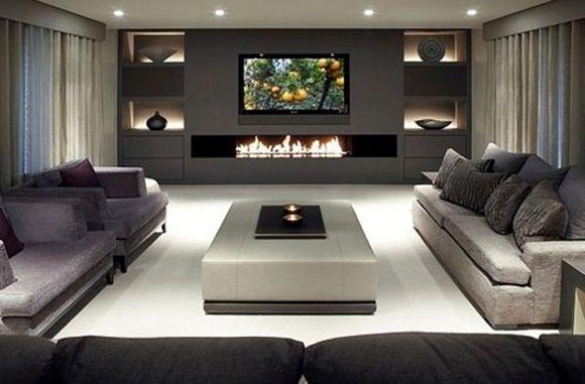 Wohnzimmer mit Kamin unter Fernseher