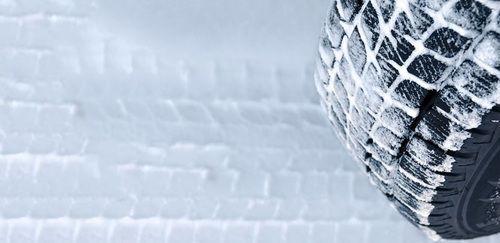 Lassa Snoways 2+, karda, buzda, ıslak ve çamurlu zeminlerde araca üstün çekiş gücü sunmaktadır.