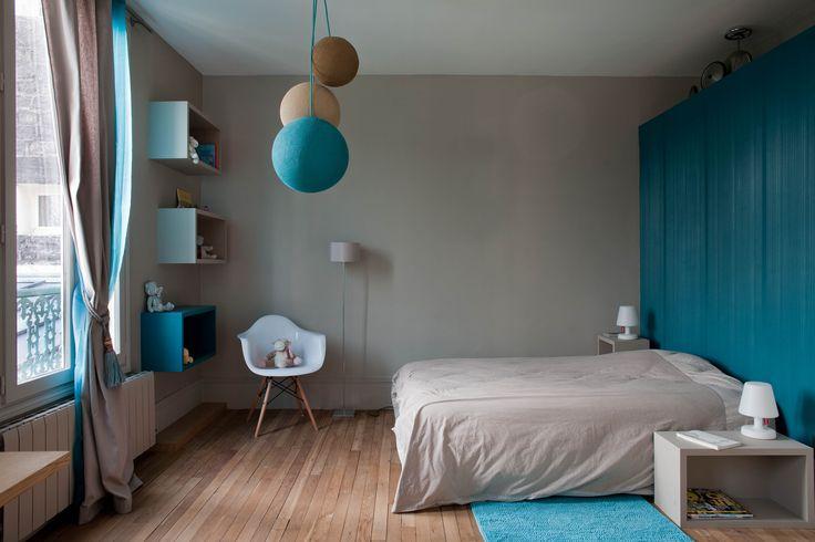 E. 's bedroom