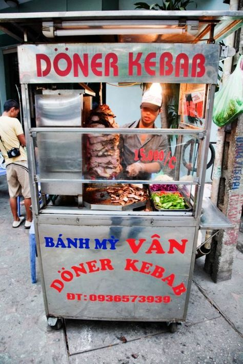 Banh My – Vietnamese Doner Kebab Sandwich on the Streets of Hanoi
