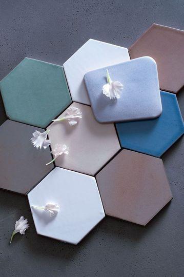 Tomettes colorées - Au sol et au mur : les carreaux misent sur la couleur - CôtéMaison.fr