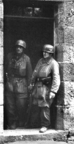 Fallschirmjager in Rees ( Germany), march 1945, pin by Paolo Marzioli