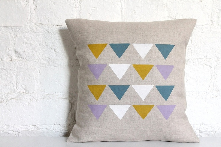 ///Pillows Covers, Hands Prints, Linens Cushions, Buntings Pattern, Cushions Covers, Triangles Cushions, Prints Linens, Hello Milky, Hello Polly