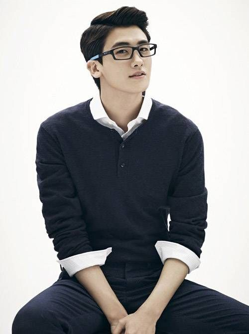 Hyungsik looks suave in glasses for 'Oakley' | http://www.allkpop.com/article/2014/04/hyungsik-looks-suave-in-glasses-for-oakley