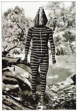 Los selknam, también denominados selk'nam, shelknam, y más popularmente onas, son un pueblo indígena del sector norte de la isla Grande de Tierra del Fuego ubicada en el extremo austral del continente americano. El nombre «ona» proviene del idioma yagán y ha prevalecido sobre «selk'nam», que era el nombre que les daban los tehuelches. Originalmente eran nómadas terrestres, cazadores y recolectores.