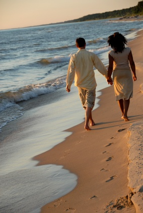 Couple on the beachPictures Ideas, Photos Ideas, Date Ideas, Dreams Life, Photoshoot Ideas, Dates Ideas, Romances Ideas, Photography Ideas, Holding Hands