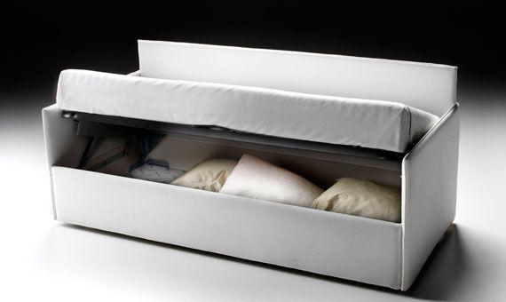 Dentro GEMELLI c'è tanto spazio e si vede! E' facile accedere al contenitore grazie al solido ed efficiente meccanismo che permettono di sollevare il piano del letto in un attimo.