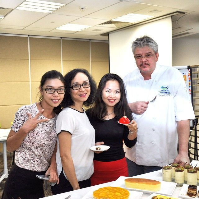 When there is cake … there is no stopping those girls … #Saigon #Vietnam #Indochina #ChefThomas #cooking #baking #Cakes #Dessert  (at Fonterra Innovation and Test Kitchen)