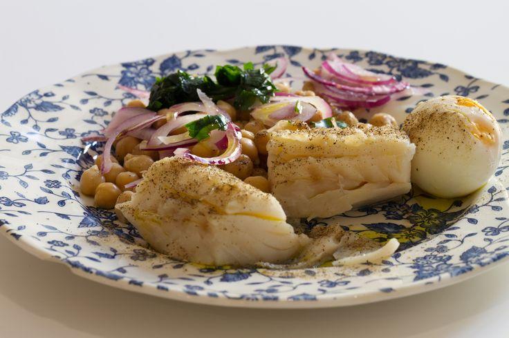 Ricetta baccalà alle cipolle - La ricetta per preparare il baccalà alle cipolle con le olive, un piatto nutriente e sano per mantenersi in forma e in salute.