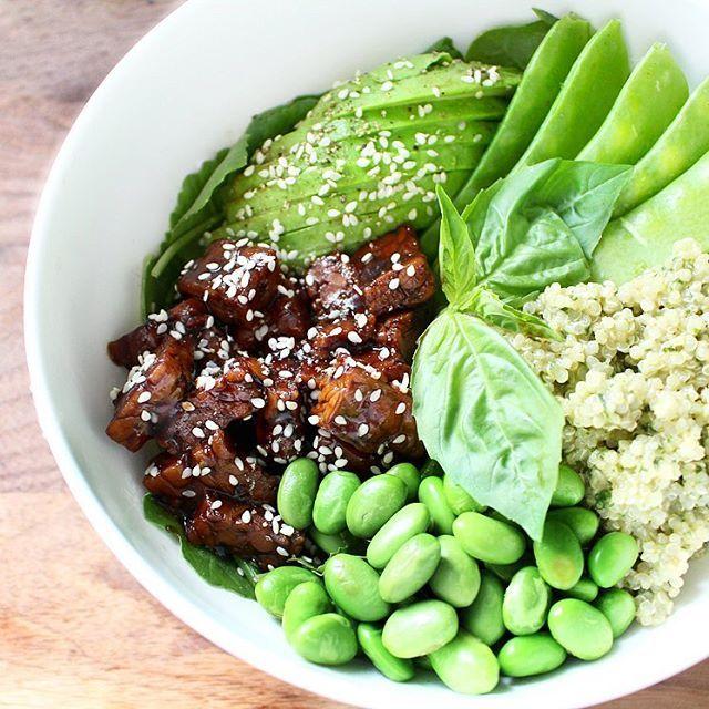 Buddha bol vert au tempeh teriyaki  Attention cette recette contient le meilleur tempeh du monde !  Puisque j'ai été très sage cette année, j'ai reçu pour Noël