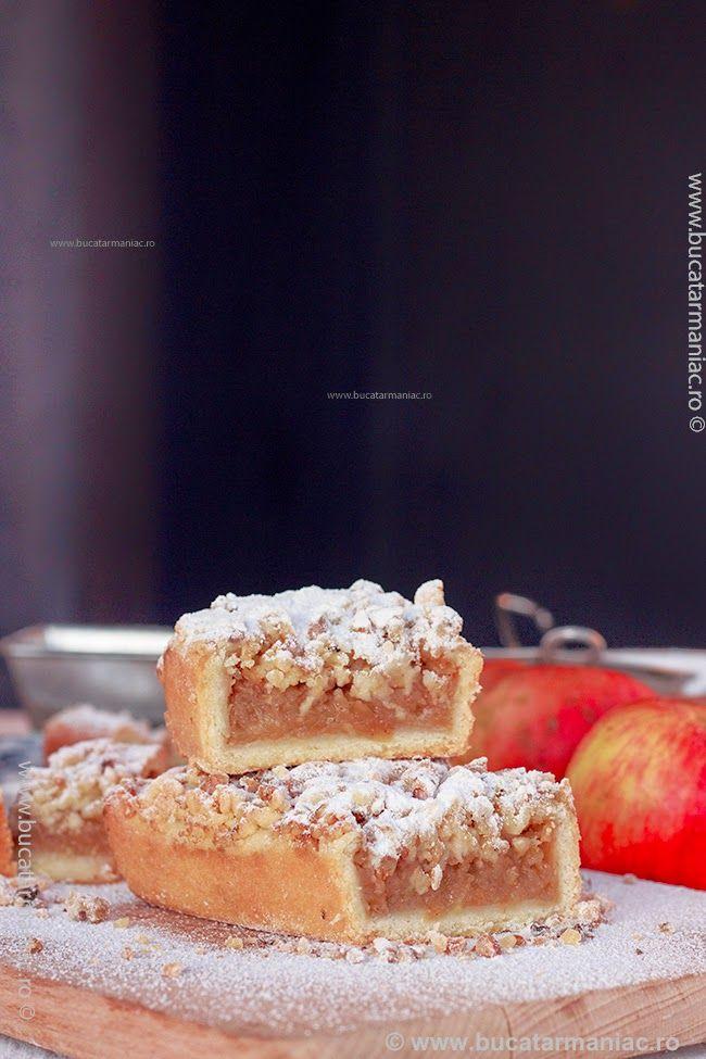 bucatar maniac: Prajitura cu mere si crumble cu nuca