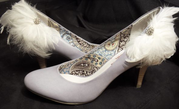 DY feathers shoes clips