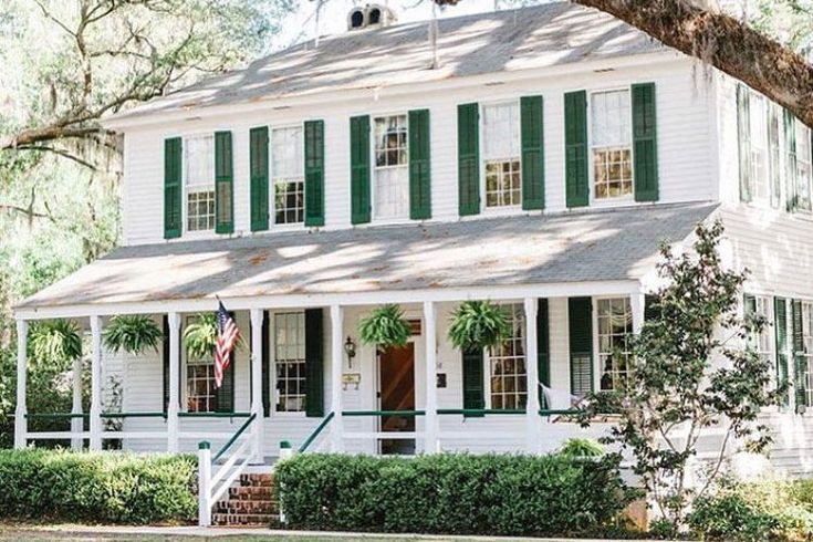 Stop and Stare In: Hinesville, Georgia | From sunny beach cottages in Key West to the historic grand dames of New Orleans, Southern homes have really put their best faces forward in 2017. Here, we've rounded up 20 of our favorite pieces of exterior eye candy (from the magazine and our Instagram feed) that taught us a thing or two about curb appeal this year. Take a scroll down memory lane, and try to choose a favorite!
