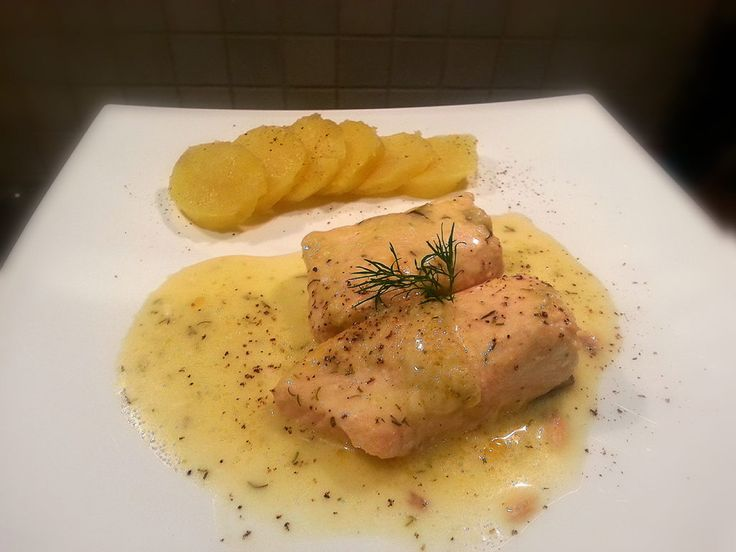 Salmone in salsa all'aneto