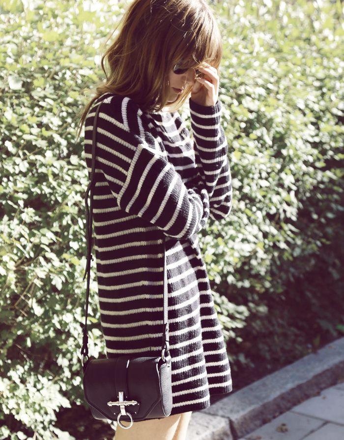 Emma Elwin | Tröja (Bruuns Bazaar). Väska (Givenchy).// striped dress and crossbody bag style
