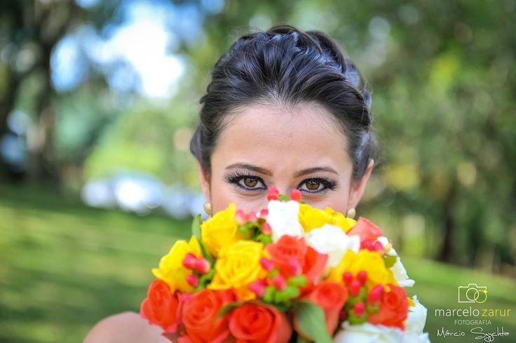 Bouquet colorido, rosas amarelsa, rosas brancas, rosas corais.