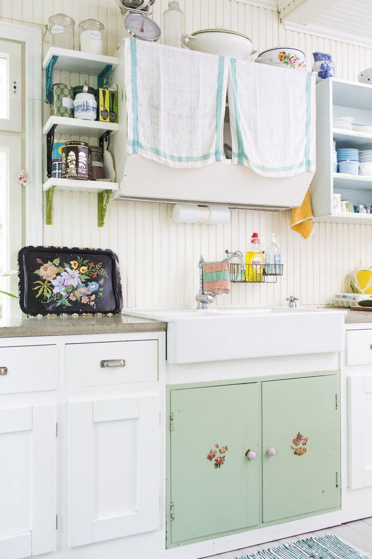 Kika sanoo, että kaikkien keittiön kaapiston ovien pitäisi olla samanlaisia? Mix different doors in kitchen cupboards.  Unelmien Talo&Koti Kuva: Hanne Manelius Toimittaja: Ilona Pietiläinen