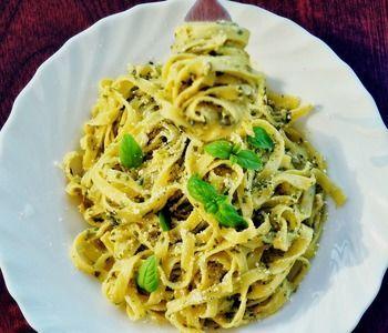 バジルを使った代表的な料理と言えばジェノベーゼ。さわやかな香りと風味がクセになるお料理ですが、実はバジル料理はたくさんの種類があります。