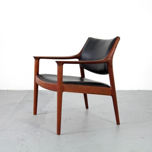 Torbjørn Afdal; Teak and Leather Armchair for Nesjestranda Møbelfabrik, 1960s.