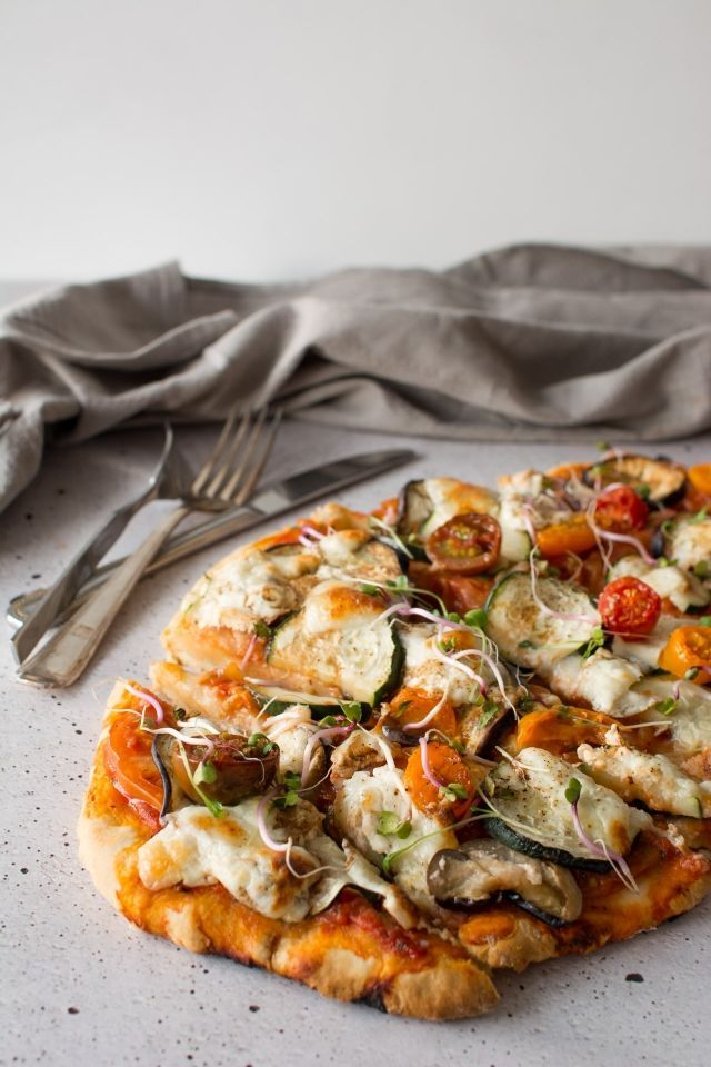 No Rise Scone Based Pizza is the perfect healthy, Vegetarian mid-week dinner! Click through for this super quick, super healthy recipe!