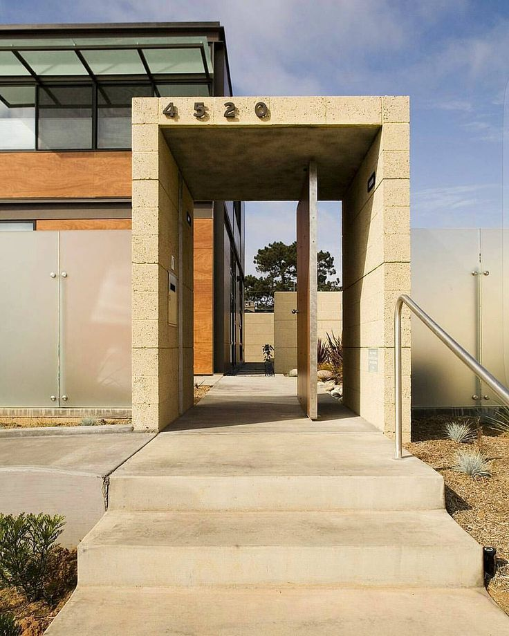 This Two Story Contemporary Home Makes The Most Of Its Surroundings In Point Loma Neighbourhood San Diego California USA