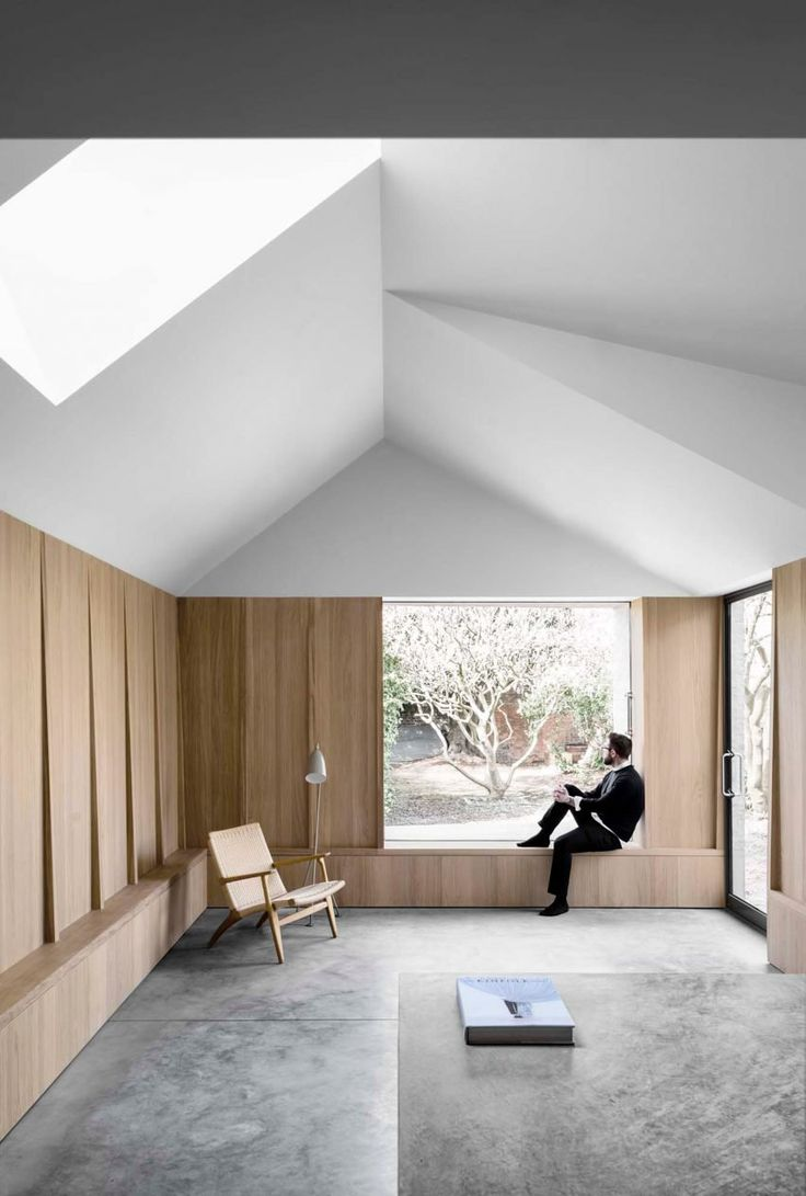 Internally, the two volumes form a seamless space featuring several openings that are positioned to frame specific views of the garden and a magnolia tree at its centre.