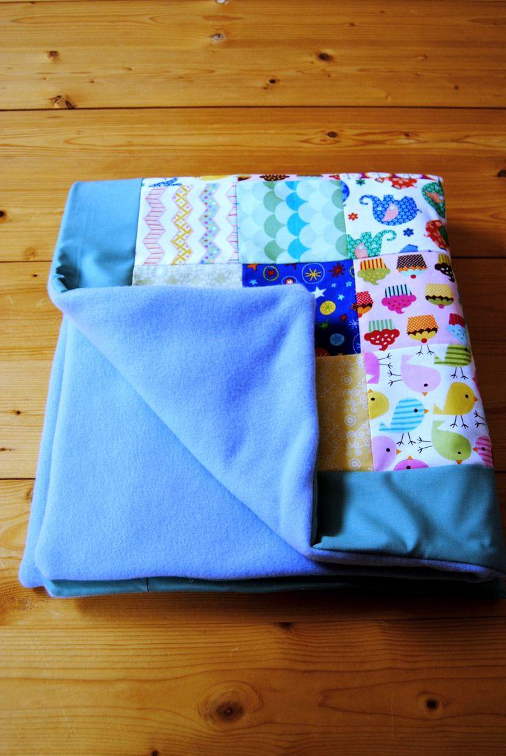 Patchworková deka pro miminko o rozměrech 80 x 100 cm.