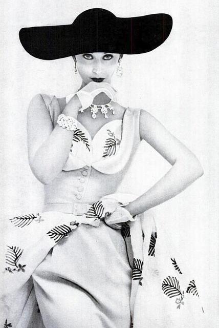 1950s....reépinglé par Maurie Daboux  ❥✿*•..¸✿❥