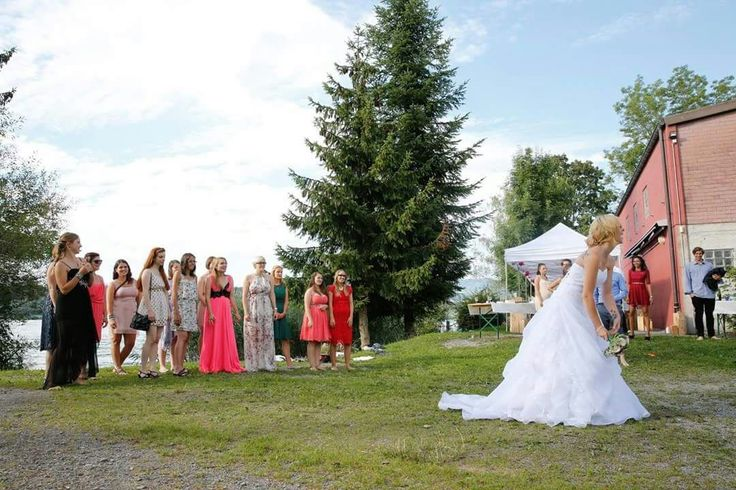 Und das war sie, die Hochzeit meiner Schwester! Wer hat wohl den Brautstrauss gefangen? ;)