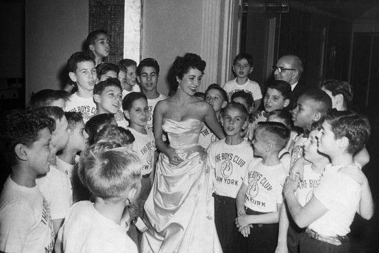 Elizabeth Taylor visits the Boys Club of New York