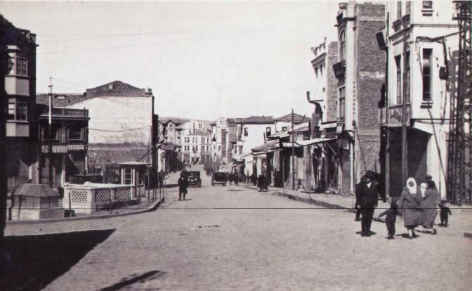 Anafartalar caddesi solda ilk Asri tuvalet