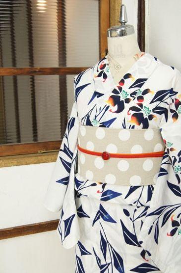 白地に影絵のような百合の花が幻想的な注染レトロ浴衣 - アンティーク着物