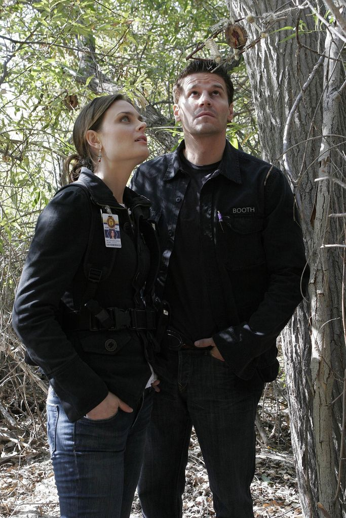 Bones Season 2 - The Headless Witch in the Woods | Emily Deschanel as Dr. Temperance Brennan David Boreanaz as Special Agent Seeley Booth ©2006 Fox Broadcasting Co. Cr: Carin Baer/FOX