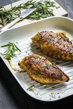 Los platos más deliciosos con menos de 300 calorías. Pollo grillado y ensalada de espinaca
